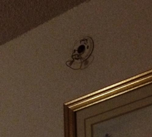 Motel 6 Tulsa Airport #4696: Smoke detector ripped out of wall
