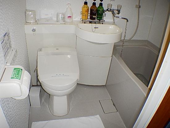 Hotel Peace Island Miyakojima: リフオーム済みのユニットバス&洗浄便座