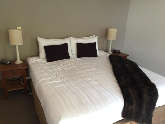 Central Ridge Boutique Hotel: King bed