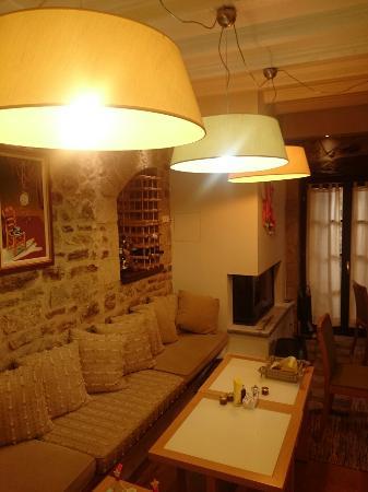 Guesthouse Theonimfi: Cozy breakfast room