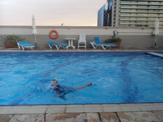 Rose garden hotel apartments bur dubai bewertungen for Garden pool dubai