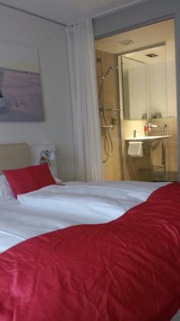 StrandGut Resort: Z 123 mit Stadtblick bzw seitlichen Strandblick und offenen Bad