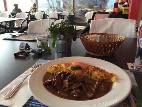 Stans, Schweiz: Kalbsleber an Madeira-Sauce mit Rösti