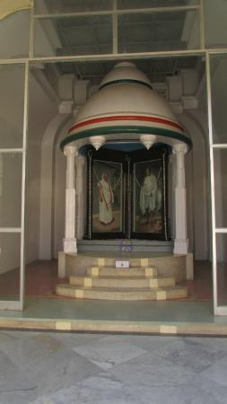 Kirti Mandir Temple: kasturba and Gandhiji