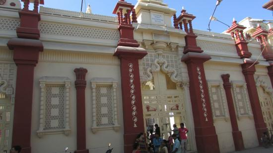 Kirti Mandir Temple: Main gate