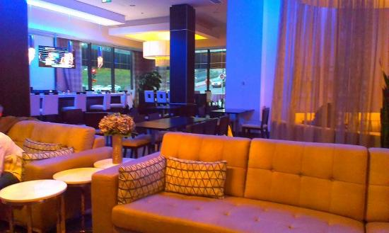 The Hollis Halifax - a DoubleTree Suites by Hilton: Lobby