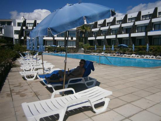 Caloura Hotel Resort: Blick auf das Hotel