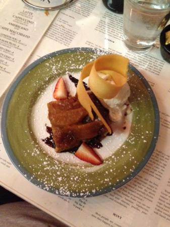 Blue Moose Restaurant & Cafe: PEAR UPSIDE DOWN CAKE W/ICE CREAM