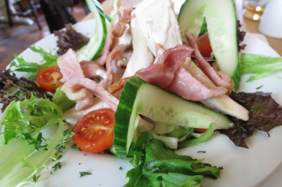 Blackmore Vale Inn: Chicken & Bacon Salad