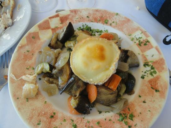 Sant Gregori, España: Verduras al horno con queso de cabra gratinado, un acierto