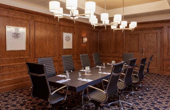 Sheraton Charlotte Hotel: Executive Boardroom