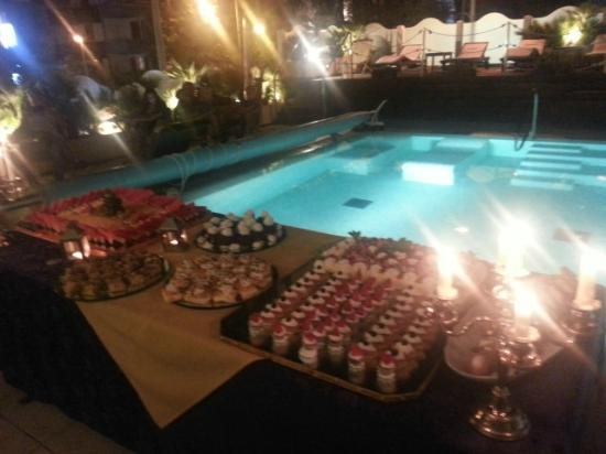 Hotel Novecento: dessert by the pool