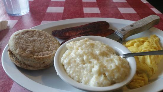 Highland Street Cafe : Eggs, Cajun Sausage, Grits & English Muffin