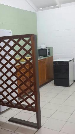 Sunshine Holiday Apartments: Full Kitchen
