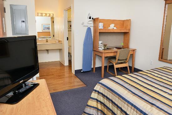 Slemon Park Hotel & Conference Centre : Standard Queen Room
