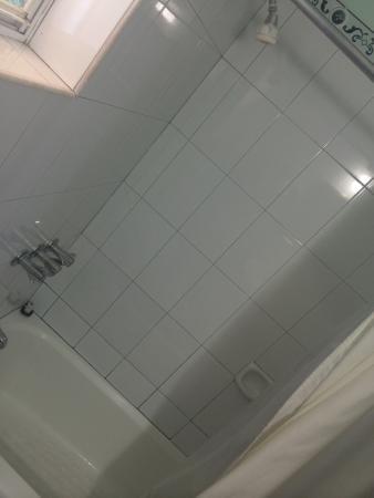 Caribic House : Room 15 bathtub/shower