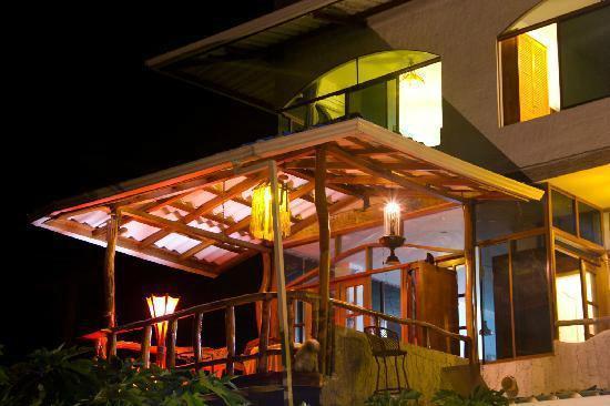Galapagos Casa Playa Mann : Balcón de una de las habitaciones.