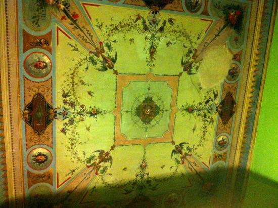 Spagna Ave: tetti istroriati della stanza
