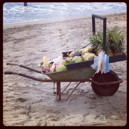 El Chivero Restaurant & Bar : Beach Vendors are not very pushy
