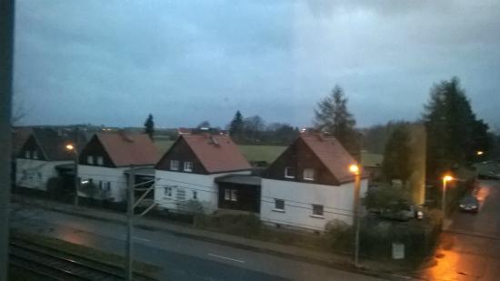 Hotelpension Fliegerhorst: Blick vom Zimmer in Richtung Flughafen Dresden