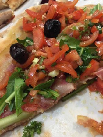 Bottega Toffoli: Bruschetta pizza with pancetta