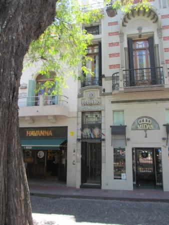 Telmho Hotel Boutique : The hotel entrance seen from the Plaza Dorrego