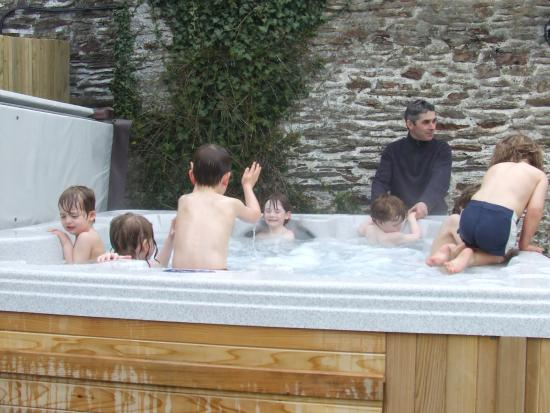 Handley Farm: Hot tub fun