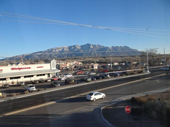 Days Inn by Wyndham Bernalillo : 3rd floor suite's view to the east