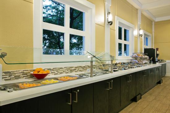 Fairfield Inn and Suites Key West: Breakfast Buffet