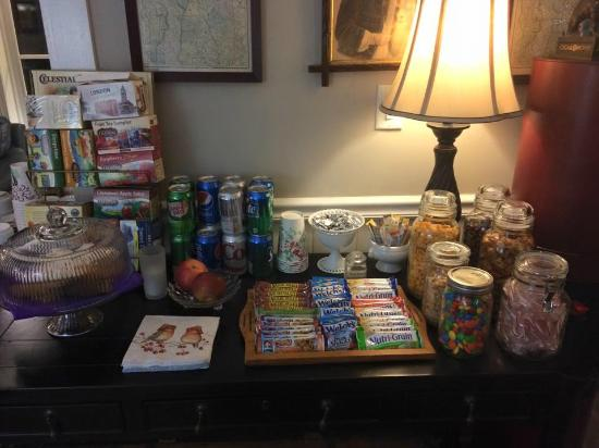 Phineas Swann Bed and Breakfast Inn : snacks and cookies!