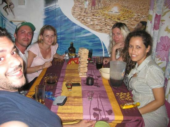 Blue Almond Hostel: Playing Jenga while drinking something...