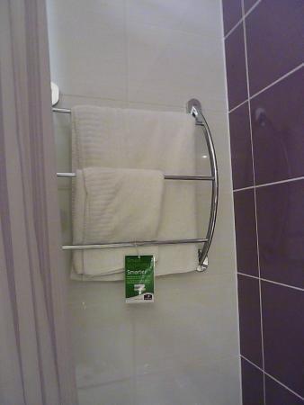 Premier Inn Nottingham Arena (London Road) Hotel: The Bathroom