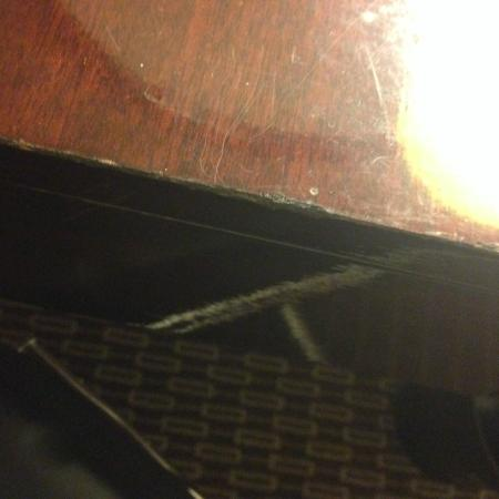The Westin Southfield Detroit: Dust on the surfaces