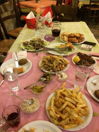 Ermis Psitopoleio: Christmas dinner