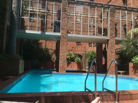 Quest Gordon Place: Nice pool, shame about the little things