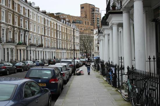 Westbury Hotel Kensington: Rua do Hotel