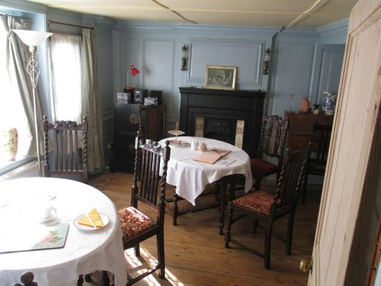 Little Rose Bed & Breakfast: dining-room