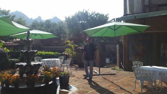 Hotel Amatlan de Quetzalcoatl : Su restaurante, cerca de los asoleaderos