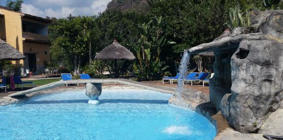 Hotel Amatlan de Quetzalcoatl: La cascada es linda y divertida