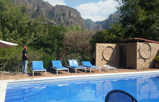 Hotel Amatlan de Quetzalcoatl: Las vistas son hermosas, combinas el sol con la grandeza de las montañas