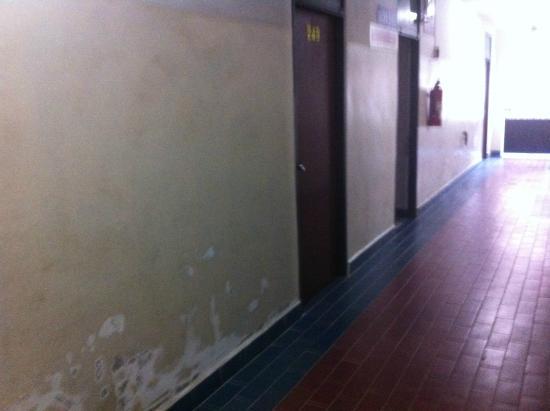 Thairungruang Hotel : Corridor