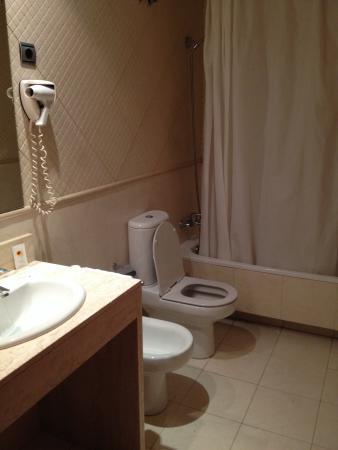 HLG CityPark Pelayo Hotel : Bagno privato con bidet