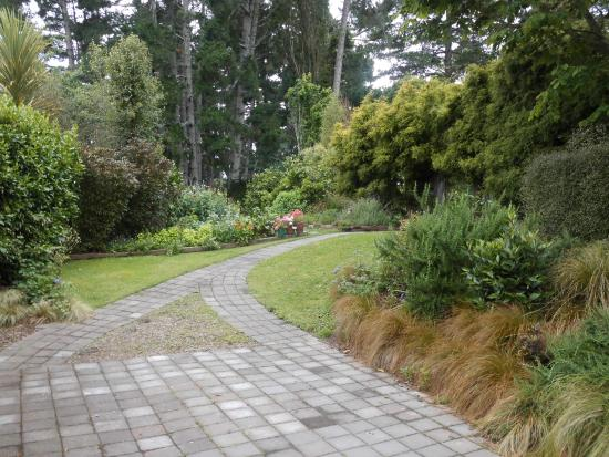 Earthstead Villas: The path up to our lovely accommodation