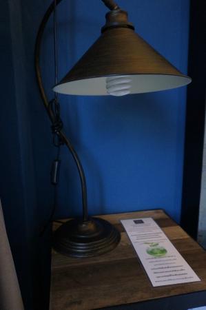 Amphawa Na Non Hotel & Spa: Bed lamp