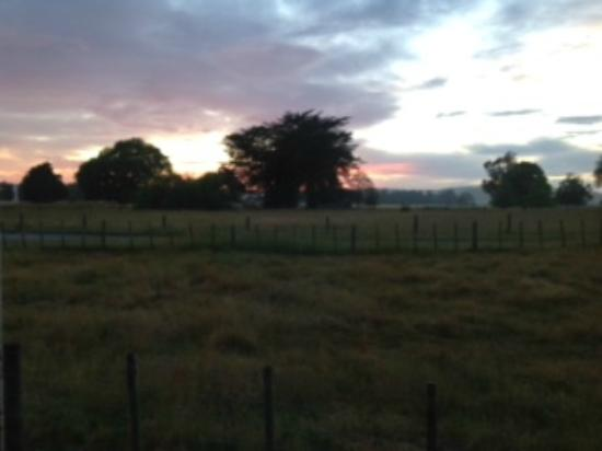 Ludlow Farmstay: Sunrise from our cottage widow