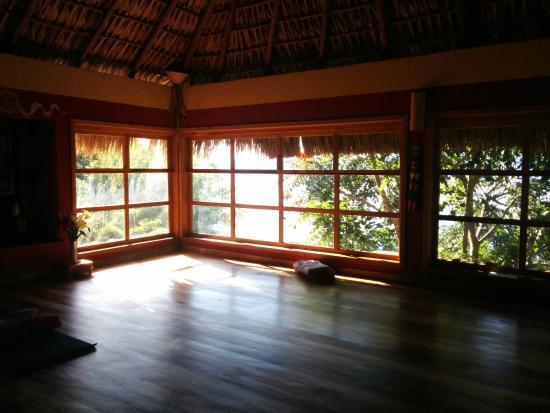 Villa Sumaya: yoga studio overlooking the lake