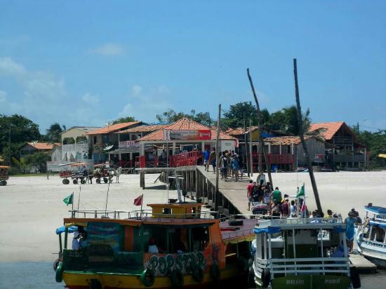 Vila do Algodoal Beach: Cás da ilha, entrada da vila