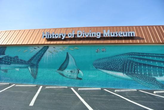 History of Diving Museum : museum front