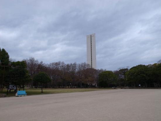Daisen Park : 慰霊塔が大きく聳えています