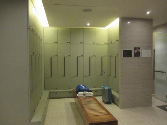 SO Sofitel Bangkok: ภายในห้อง สตรีมและห้องเปลี่ยนเสื้อผ้าสำหรับ ออกกำลังกายครับ